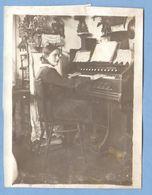 8352 Near The Musical Instrument Mannborg Harmonium Original Photo Size: 91x119 Mm - Muziek En Musicus