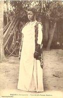Cpa MADAGASCAR - MAJUNGA - Type De Jolie Femme Sakalave - Madagascar