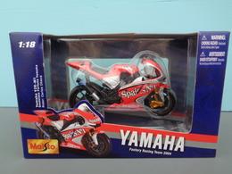 Moto Yamaha YZR M1 Pilote 7 Carlos Chera Marque Maisto échelle 1/18 ème Réf 55 - Motos