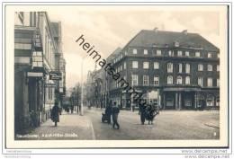 Neumünster - Adolf-Hitler-Strasse - Bahnhofs-Hotel - Foto-AK 30er Jahre - Neumünster