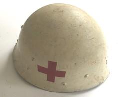 B 25 Z - Sous Casque Français Modifié Pour La Croix-rouge, Daté De 1953. - Police & Gendarmerie