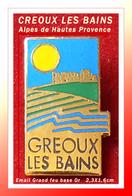 SUPER PIN'S VILLE : STATION THERMALE De GREOUX LES BAINS Dans Les Alpes De Haute Provence, émail Grand Feu Base Or 2, - Cities