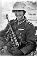 WW2 - Soldat Allemand Avec Schmeisser MP 40 - 1939-45