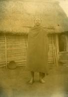 Madagascar Homme De L'Ethnie Bara Maison Ancienne Photo Ramahandry 1910' - Africa