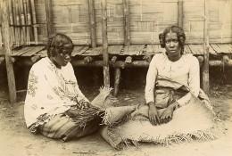 Madagascar Femmes De Ste Marie Tressant Des Nattes Ancienne Photo Herschell-Chauvin 1910' - Africa