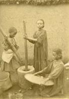 Madagascar Enfants Pilant Le Riz Ancienne Photo Ramahandry 1910' - Africa