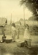 Madagascar Femmes Pilant Le Riz Ancienne Photo Ramahandry 1910' - Africa