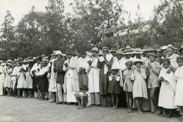 Madagascar Miarinarivo Foule Habits Du Dimanche Ancienne Photo 1950 - Africa