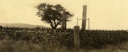 Vue Poétique De Madagascar Panorama Ambovombe Tombeau Ancienne Photo 1937 - Africa