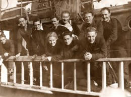 WWII Groupe De Marins Sur Navire Allie Torpille Ancienne Photo 1933 - War, Military