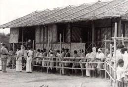 Birmanie Rangoon WWII Refugies De Bombardements Japonais Ancienne Photo 1942 - War, Military