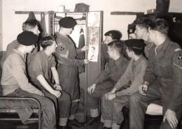 Douvres The Buffs 1st Battalion Et Leur Pinups Moyen Orient Ancienne Photo 1951 - War, Military
