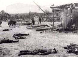 WWII Guerilla Russe Attaque Village Pris Par Les Allemands Ancienne Photo 1944 - War, Military