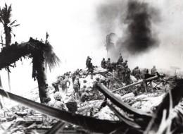 Kiribati Îles Gilbert Bataille De Tarawa Attaque De US Marines Ancienne Photo 1943 - War, Military