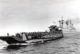 Egypte Canal De Suez Aviateurs Anglais Navire De Debarquement Empire Medway Ancienne Photo 1951 - War, Military