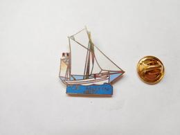 Beau Pin's En EGF , Marine Bateau Voilier , Le Mutin 1927 , Cotre De La Marine Nationale , Signé Arconcept - Schiffahrt