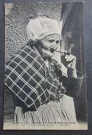 CPA 29 - CMCB 394 - Femme Fumant La Pipe - Coutumes, Moeurs Et Costumes Bretons - Frankrijk