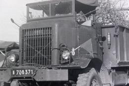 Camion Militaire Porte Char Avec Bull ? NEGATIF Des Années 60 En Algérie VOIR Description - Guerre, Militaire