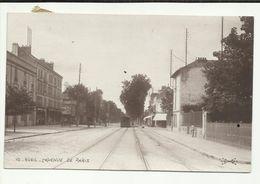 92 . RUEIL . L AVENUE DE PARIS . TRAMWAY . COMMERCES - Rueil Malmaison