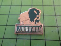712b Pin's Pins / Beau Et Rare : Thème ANIMAUX / BISON VACHE VODKA ZUBROWKA Par PICHARD SAUMUR - Animals