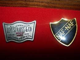 Lot 2 Pin's Pins Vetement Mode Naf Naf Nafnaf Levy's Strauss N Co Trade Mark America - Trademarks