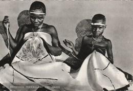 HAUTE-VOLTA Brodeuses Travaillant Une Chape 334H - Burkina Faso