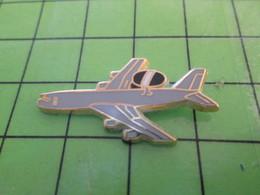 713b Pin's Pins / Beau Et Rare : Thème AVION AVIATION / BOEING 707 AWACS Par PICHARD SAUMUR - Airplanes