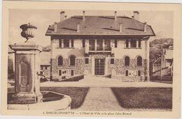 Cpa BARCELONNETTE L'hôtel De Ville Et La Place Jules-Béraud-fontaine-Paysages Des Alpes - Autres Communes