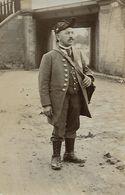 CARTE POSTALE PHOTO ORIGINALE ANCIENNE : BRIGADIER GARCON DE RECETTE ENCAISSEUR DE BANQUE DES ANNEES 1900 - Photographie