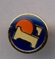 "{07185} Pin's "" Leclerc , Logo ""    "" En Baisse "" - Trademarks"