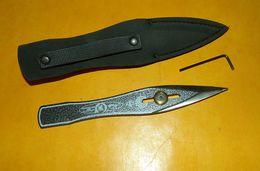 COUTEAU AVEC MOLETTE POUR LE REGLAGE DE L'EQUILIBRAGE AVEC SA CLE POUR LE SERRAGE DANS LE FOURREAU, POIDS DU COUTEAU 95 - Knives/Swords