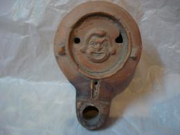 LAMPE ROMAINE A HUILE EN TERRE CUITE  - UN MASQUE THEATRAL ///  ANCIENT ROMAN TERRACOTTA OIL LAMP - Archéologie
