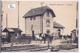 PRUNAY-LA GARE ET LE PASSAGE A NIVEAU- PLAN RARE- TOP- EXPEDIEE EN 1928 - Autres Communes