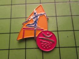 718a Pin's Pins / Beau Et Rare : Thème JEUX OLYMPIQUES / SERIE RARE ET PEU VUE BARCELONE 1992 ATHLETISME COURSE HAIES - Olympic Games