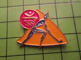 718a Pin's Pins / Beau Et Rare : Thème JEUX OLYMPIQUES / SERIE RARE ET PEU VUE BARCELONE 1992 HOCKEY SUR GAZON MAUDIT - Olympische Spelen