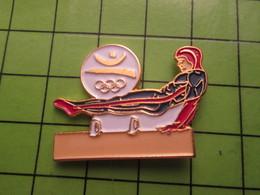 718a Pin's Pins / Beau Et Rare : Thème JEUX OLYMPIQUES / SERIE RARE ET PEU VUE BARCELONE 1992 GYMNASTIQUE CHEVAL D'ARCON - Olympic Games