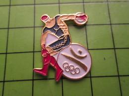 718a Pin's Pins / Beau Et Rare : Thème JEUX OLYMPIQUES / SERIE RARE ET PEU VUE BARCELONE 1992 LANCER DU DISQUE - Olympic Games