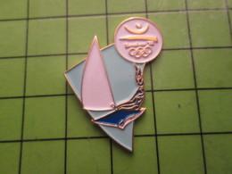 718a Pin's Pins / Beau Et Rare : Thème JEUX OLYMPIQUES / SERIE RARE ET PEU VUE BARCELONE 1992 VOILIERS DERIVEURS - Olympic Games