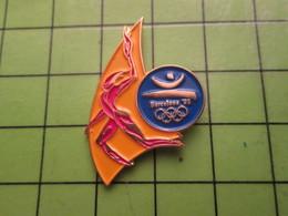 718a Pin's Pins / Beau Et Rare : Thème JEUX OLYMPIQUES / SERIE RARE ET PEU VUE BARCELONE 1992 PORTEUR DE LA FLAMME OLYMP - Olympic Games