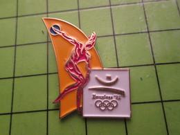 718a Pin's Pins / Beau Et Rare : Thème JEUX OLYMPIQUES / SERIE RARE ET PEU VUE BARCELONE 1992 LANCER DU 45 TOURS - Olympic Games
