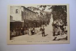 CPA 83 VAR HYERES. La Place De Massillon. - Hyeres