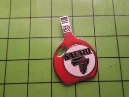 718b Pin's Pins / Beau Et Rare : Thème BOISSONS (ou After Shave ?) / SAFARI CARTE AFRIQUE - Beverages