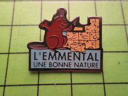 718b Pin's Pins / Beau Et Rare : Thème ALIMENTATION / CASTOR AVEC TRUELLE FROMAGE EMMENTAL UNE BONNE NATURE - Food