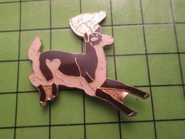 718b Pin's Pins / Beau Et Rare : Thème ANIMAUX / CERF COURANT Et Pas Volant Pour Une Fois - Animals