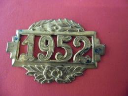 Millésime Métal Ancien D'époque En Laiton De 1952 (année) - 48 Mm X 31 Mm - Obj. 'Remember Of'