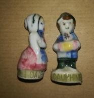 COUPLE DES REGIONS - HOMME FEMME - DAUPHINE - FEVES BRILLANTES - Regions
