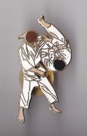 PIN'S THEME SPORT LOT DE 2 PINS  DE JUDO - Judo