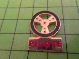 317 / PINS PIN'S Rare Et De Belle Qualité : THEME AUTOMOBILES / PILOTE VOLANT DE VOITURE - Pins
