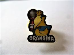 PINS ORANGINA BOUTEILLE ET RAQUETTE DE TENNIS / 33NAT - Beverages