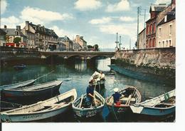ISIGNY SUR MER    Pêcheurs Se Preparant Pour La Pêche     No 8  ARTAUD - Andere Gemeenten